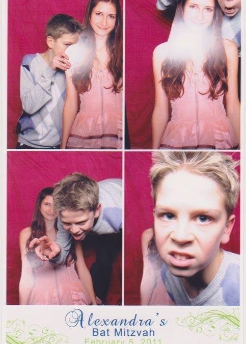 8 Funny Photo Booth Pictures